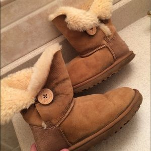 💛UGG Bailey Button Boots💛